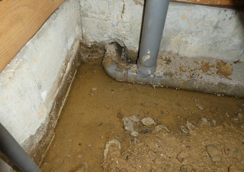 隠ぺい部給湯管からの漏水